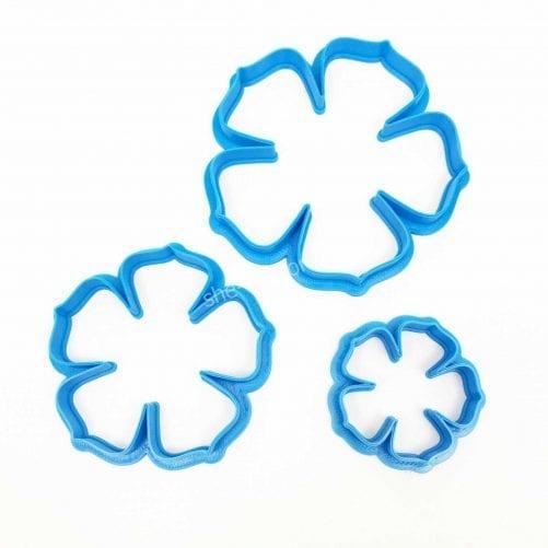 Вырубка пластиковая Цветочек голубой
